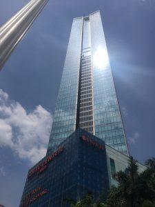 Thay kính vỡ tòa nhà Lotte